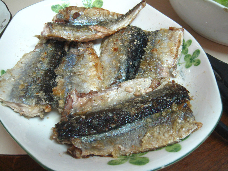 酥脆秋刀鱼