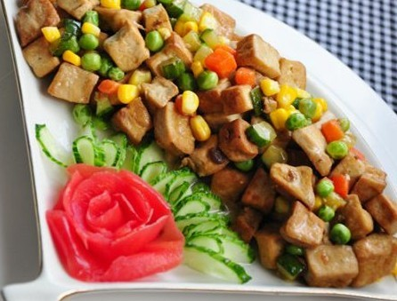 五彩酱香豆腐丁