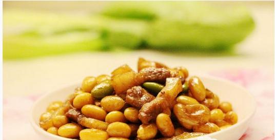 五花肉炒黄豆的做法