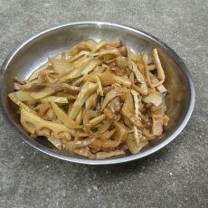 五花肉炒笋