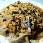 五花肉炖蘑菇