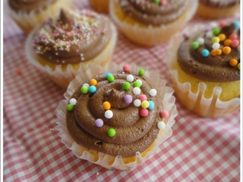 香草籽杯子蛋糕+巧克力奶油霜