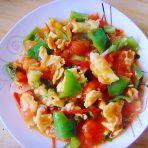西红柿青椒炒蛋的做法