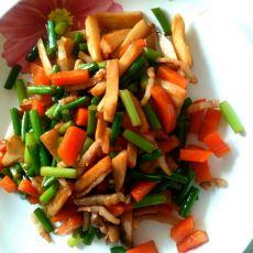 杏鲍菇蒜薹胡萝卜炒肉