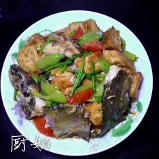 油炸豆腐焖黄骨鱼
