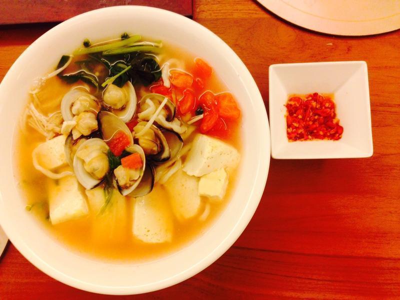 原汁番茄豆腐蛤蛎汤麵.