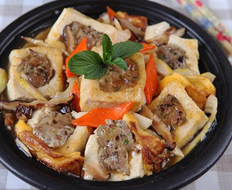 猪肉香菇酿豆腐煲