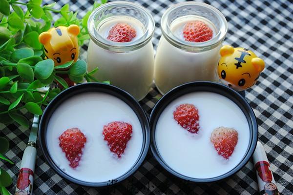 自制牛奶草莓果冻
