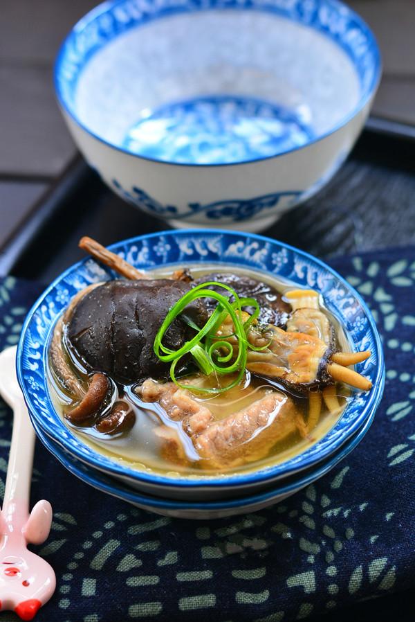 蛏干炖菌菇汤的做法