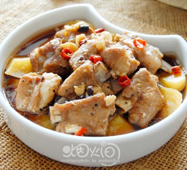 豉椒蒸土豆排骨的做法