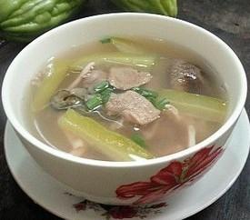 鱿鱼冬菇苦瓜汤